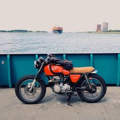 Crossing rivers on ferries today on my way to the south #cb400f #motorcycle #ferry #netherlands
