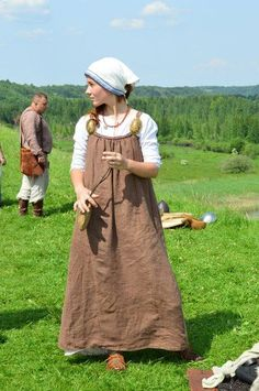 Isaborg festival, love the viking dress Viking Garb, Viking Reenactment, Viking Dress, Viking Costume, Medieval Dress, Norse Clothing, Medieval Clothing, Historical Costume, Historical Clothing