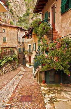 Retire in Italy has never been better. The new tax break for pensioners is a great reason to move to some of the most beautiful cities in Italy. Beautiful Places To Travel, Wonderful Places, Places Around The World, Around The Worlds, Beau Site, Italian Lakes, Photos Voyages, Lake Garda, Northern Italy