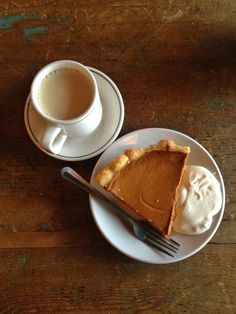 Coffee break (with pumpkin pie) - Ana Rosa Autumn Cozy, Happy Autumn, Autumn Tea, Autumn Rain, Autumn Harvest, Pumpkin Spice, Chocolates, Cravings, Sweet Tooth