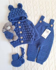 Paso a paso Guía de como aprender hacer enterizo de crochet para bebés muy sim… Paso a paso Guía de como aprender hacer enterizo de crochet para bebés muy simple curso gratis Winter Baby Clothes, Knitted Baby Clothes, Baby Winter, Crochet Clothes, Baby Boy Knitting, Baby Knitting Patterns, Crochet Patterns, Kids Knitting, Baby Outfits