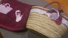 Capacito de yoyos didal Burlap, Reusable Tote Bags, Tote Bags, Scrappy Quilts, Craft, Beach Bags, Towels, Totes, Lunch