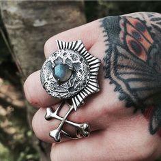 Luna Landing Ring || Labradorite || Photo from Dead Things by Kate www.toilworn.com #deadthingsbykate #labradorite