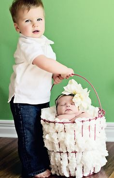 I haven't seen anything this cute in a while! Such a good photo idea.