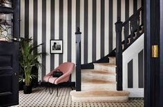 7 Line Motif Designs to Beautify Your Home Wall Decor design inspiration Want to change the look of the interior of the house? There are many things you can do, such as repainting walls, updating furniture, installing decor. Striped Hallway, Striped Walls, Motif Design, Line Design, Interior Blogs, Interior Design, Cole And Son Wallpaper, Monochrome Interior, Striped Wallpaper