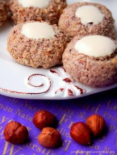 Weihnachtsstimmung… mit Haselnuss-Zimt-Kugeln Christmas spirit … with hazelnut and cinnamon balls – chocolate heaven Xmas Cookies, Cake Cookies, Christmas Desserts, Christmas Baking, Baking Recipes, Cookie Recipes, Cake & Co, Cakes And More, No Bake Desserts