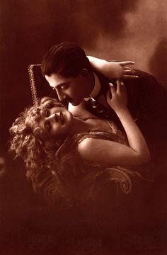 Vintage-Glamour-and-Romance-06.jpg (2633×4020)
