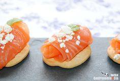 15 aperitivos con salmón ahumado o marinado para Navidad
