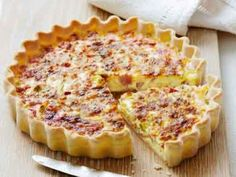 The best Quiche recipes - from classic quiche Lorraine to our delicious Leek and camembert quiche recipe, we've got the right quiche recipes for you Quiches, Brunch, Bacon Egg Bake, Gourmet Recipes, Cooking Recipes, Easy Quiche, Queso Cheddar, Breakfast Quiche, Good Food
