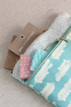 free sewing pattern, tutorial, and video:   double zip pouch | japanese sewing books