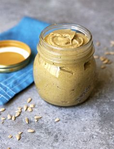 How To Make Sunflower Seed Butter (Oil-Free) @ Detoxinista #howto #homemade #seedbutter