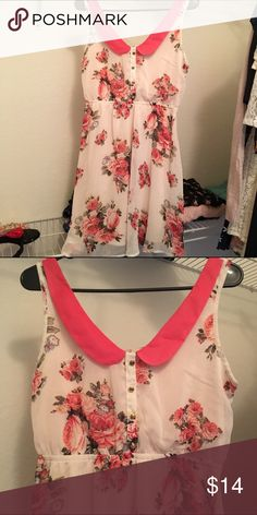 ✨Peter Pan Collar Floral Xhilaration Skater Dress✨ Adorable dress in a size medium that fits up to a six. Very figure flattering and in perfect condition. 💕🌸 Xhilaration Dresses