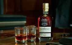 Glendronach Kingsman Edition 1991. 25 Y.O. Only matured in Sherry Casks. Bottled at 48,2% ABV