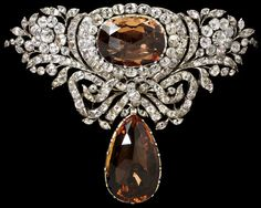 Topaz and Rock Crystal Bodice Ornament, circa 1770 Large rhinestones are perfectly acceptable as long as they are a central focus point! Décor Antique, Antique Jewelry, Vintage Jewelry, Modern Jewelry, Fine Jewelry, Jewellery, Jewelry Accessories, Jewelry Design, Crystal Fashion