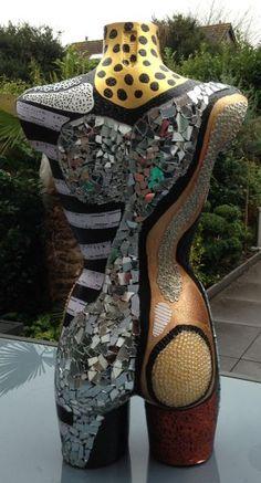 1.Torso goud met spiegels achterkant Mosaic Crafts, Mosaic Art, Mosaic Glass, Psychedelic Makeup, Medusa Art, Body Cast, Mannequin Art, Cast Art, Art Vintage