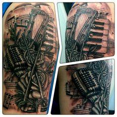 #imperialinks #elgatonegrotattoocare #elgatonegro #wip #sleevetattoo #blackandgrey #tattoos #ink #music #roses #gibson #drumsticks #mic #sheetmusic by tonyhunt73