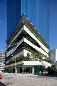 Green Building- GREAT! Large green balconies. High rise.
