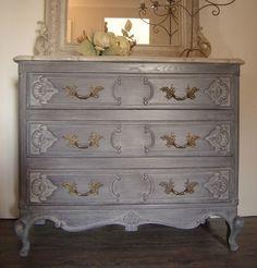 comment repeindre un meuble une nouvelle apparence vieux meubles relooker et patine. Black Bedroom Furniture Sets. Home Design Ideas