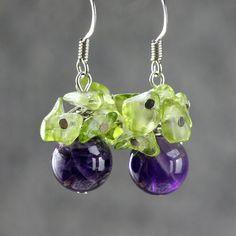 He encontrado este interesante anuncio de Etsy en https://www.etsy.com/es/listing/112289038/amethyst-peridot-grape-drop-earrings