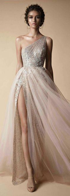 As roupas mais bonitas para o baile de formatura vestido de baile - idéias - fotos - Mode - Vestido de Festa Dresses Elegant, Pretty Dresses, Long Dress Formal Elegant, Classic Dresses, Gorgeous Prom Dresses, Gorgeous Dress, Formal Prom, Formal Gowns, Casual Dresses
