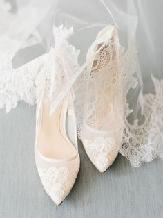 Bride Shoes Lace pointed toe pumps: Photography: Ether & Smith - for women sites Fall Wedding Shoes, Wedding Dress Trends, Wedding Heels, Casual Wedding, Trendy Wedding, Daily Shoes, Bridal Skirts, Lace Heels, Bride Shoes