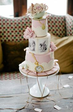 Decorative #Pink_Vintage_Wedding_Cakes with Your Favorite Flowers