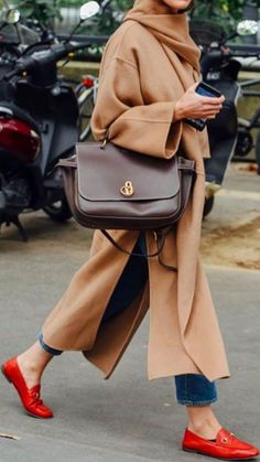 Work Handbag Tote / Street Style Fashion Week , work handbag tote / street style fashion , Street Style Source by fromluxewithlove Fashion Mode, Fashion Week, Look Fashion, Street Fashion, Winter Fashion, Womens Fashion, Fashion Trends, 50 Fashion, Trendy Fashion