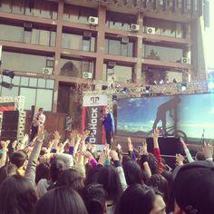 El público estaba ansioso por ver a su ídolos, los Power Peralta.