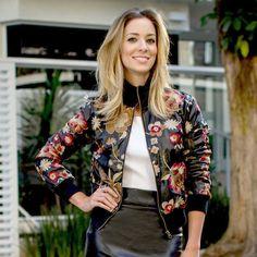 PARA TUDO e me falem se essa jaqueta não é a mais linda do mundo? Ela acaba de chegar no F*Hits Shops junto com mais um monte de jaquetas de tirar o fôlego! Essa é bacana porque você pode usar em um look mais chique como esse, ou com jeans e sapatilha para uma proposta …