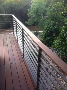 Deck railing isn't simply a safety function. It can include a stunning aesthetic to frame a decked location or deck. These 36 deck railing ideas reveal you how it's done! Horizontal Deck Railing, Metal Deck Railing, Patio Railing, Balcony Railing Design, Deck Railing Ideas Diy, Outdoor Railings, Deck Railing Ideas Inexpensive, Composite Deck Railing, Patio Stairs