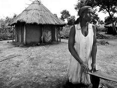 Il presente sfiora ogni giorno il loro futuro per le donne che abitano ai margini dell'Olia Farm Prison - in Uganda. E a loro non rimane che lottare per conservare i loro sogni e cogliere ogni opportunità per vederli realizzati. © Antonio Manta