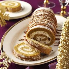Pumpkin-Toffee Cake Roll Recipe- Recipes This pumpkin cake roll is a must-have for our family parties. The luscious whipped cream filling has specks of toffee and a mild rum flavor. It's so yummy. Köstliche Desserts, Delicious Desserts, Dessert Recipes, Baking Recipes, Italian Desserts, Plated Desserts, Drink Recipes, Pumpkin Roll Cake, Pumpkin Dessert