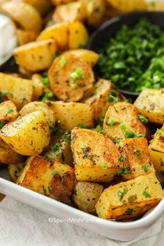 Fresh herbs, seasonings and olive oil make these oven roasted potatoes the most delicious side dish! #spendwithpennies #easysidedish #roastedpotatoes #ovenroasted #potatoes #freshherbs Perfect Roast Potatoes, Potatoes In Oven, Seasoned Potatoes, Oven Roasted Potatoes, How To Cook Potatoes, Mashed Potatoes, Herbed Potatoes, Potato Side Dishes, Side Dishes Easy