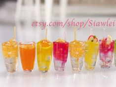 Doll's Fuzzy Drink in 1 scale by FunWithARtz on Etsy Barbie Dolls Diy, Barbie Food, Miniature Crafts, Miniature Food, Diy Doll Miniatures, Mini Craft, Tiny Food, Mini Things, Cute Charms