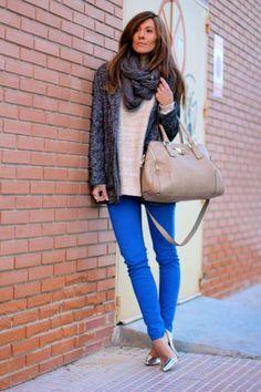 Calça azul, cinza e bege