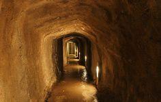 In piemontese la parola infernòt indica un locale sotterraneo costruito scavando, a mano, la pietra arenaria. La storia di questi curiosi locali è,...