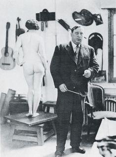 André Derain (1880-1954) was een Frans kunstschilder en beeldhouwer. In 1900 huurde hij een studio met Maurice de Vlaminck en begon hij met het schilderen van zijn eerste landschappen. Matisse, Derain en De Vlaminck worden beschouwd als de grondleggers van het fauvisme. Na de bevrijding werd Derain in Frankrijk gezien als collaborateur en viel hij in ongenade. Zijn werk werd niet langer op exposities getoond, wat zijn relatieve onbekendheid verklaart. Artist Art, Artist At Work, Maurice De Vlaminck, André Derain, Atelier Photo, Artists And Models, Portraits, Henri Matisse, Artistic Photography
