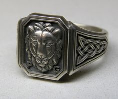 Silver men's ring with a lion and Celtic knots. jewel0037s.jpg (1022×860)