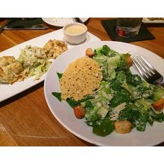 """Getting dinner with the girls is always a great way to end a day! #foodstagram #yum #a_classic_touch #fblogger #fashionblogger #foodie"" Photo taken by @a_classic_touch on Instagram, pinned via the InstaPin iOS App! http://www.instapinapp.com (10/17/2015)"