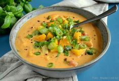 Curry soup – lovely soup with chicken and peaches – madenimitliv. Beef Recipes, Soup Recipes, Vegetarian Recipes, Chicken Recipes, Dinner Recipes, Healthy Recipes, Food C, Curry Soup, Recipes From Heaven