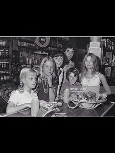 Brady Kids, Eve Plumb, The Brady Bunch, Old Tv Shows, Retro, Humor, Neo Traditional, Rustic, Retro Illustration