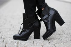 "Find and save images from the ""chaussures,acsessoires,sac,parfum."" collection by diamond (toureT) on We Heart It, your everyday app to get lost in what you love. Black Heel Boots, Black Booties, Heeled Boots, Shoe Boots, Shoes Heels, Shoe Bag, Shoe Shoe, Black Shoes, Rain Boots"