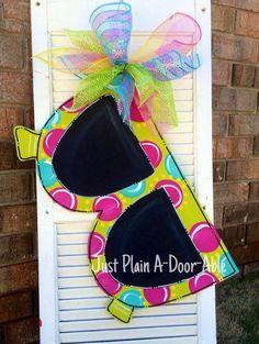New Painted Burlap Door Hangers Diy Summer Wreath Ideas Burlap Projects, Burlap Crafts, Wooden Projects, Fun Projects, Painted Doors, Wooden Doors, Hawaian Party, Painting Burlap, Burlap Door Hangers