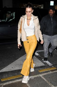 Bella Hadid Outfits, Bella Hadid Style, Yolanda Foster, Daily Dress, Gigi Hadid, Cool Outfits, Dress Up, Street Style, Style Inspiration