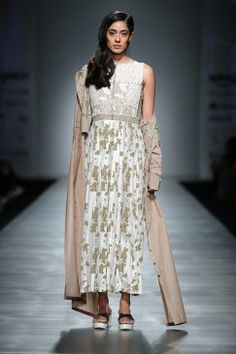 pinnacle-by-shruti-sancheti-at-amazon-india-fashion-week-2017-4