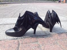 The Bat high heels « Lace Market: Lolita Fashion Sales and Auctions: Lolita Fashion, Gothic Fashion, Crazy Shoes, Me Too Shoes, Heeled Boots, Shoe Boots, Halloween Shoes, Goth Boots, Witch Shoes