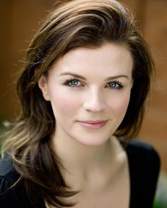 Aisling Bea – Actor, Comedy Writer, Stand-Up, MC, Avocado Enthusiast. People have woken up to worse. Aisling Bea, British Celebrities, Edinburgh Fringe Festival, Non Blondes, Portraits, Girl Humor, Woman Face, Girl Face, Beautiful Actresses