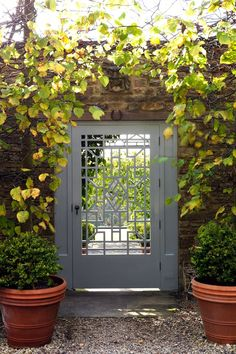Chinoiserie gate in an English Country Garden in the Cotswolds (houseandgarden.co.uk)