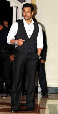 Salman Khan sports new look, is this for Kick? #Style #Bollywood #Fashion #Handsome