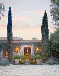 Villa di Lemma – restored by the great John Saladino as his personal estate in Montecito, CA. Designed by Wallace Frost in the 1920s. Image via Cote De Texas